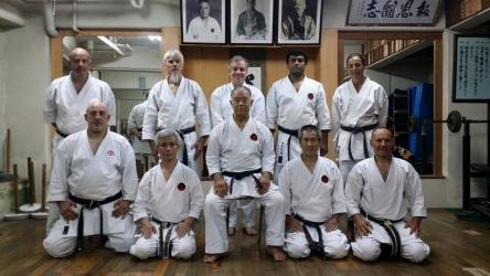 Photo de groupe au Dojo de Maitre Higaonna